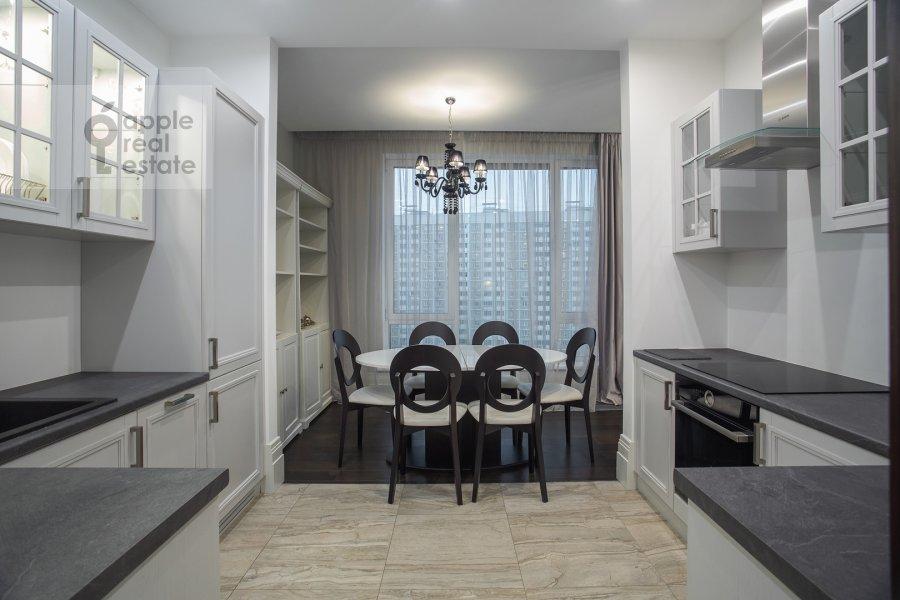 Кухня в 4-комнатной квартире по адресу Давыдковская улица 18