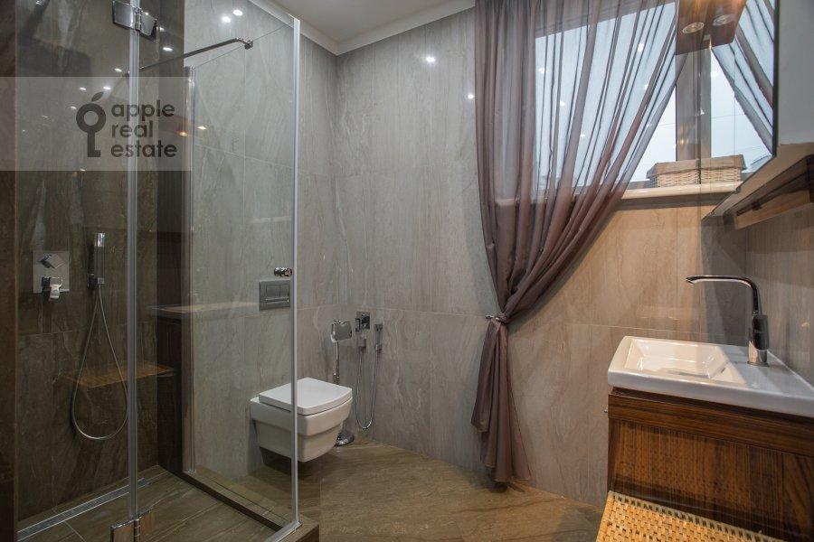 Санузел в 4-комнатной квартире по адресу Давыдковская улица 18