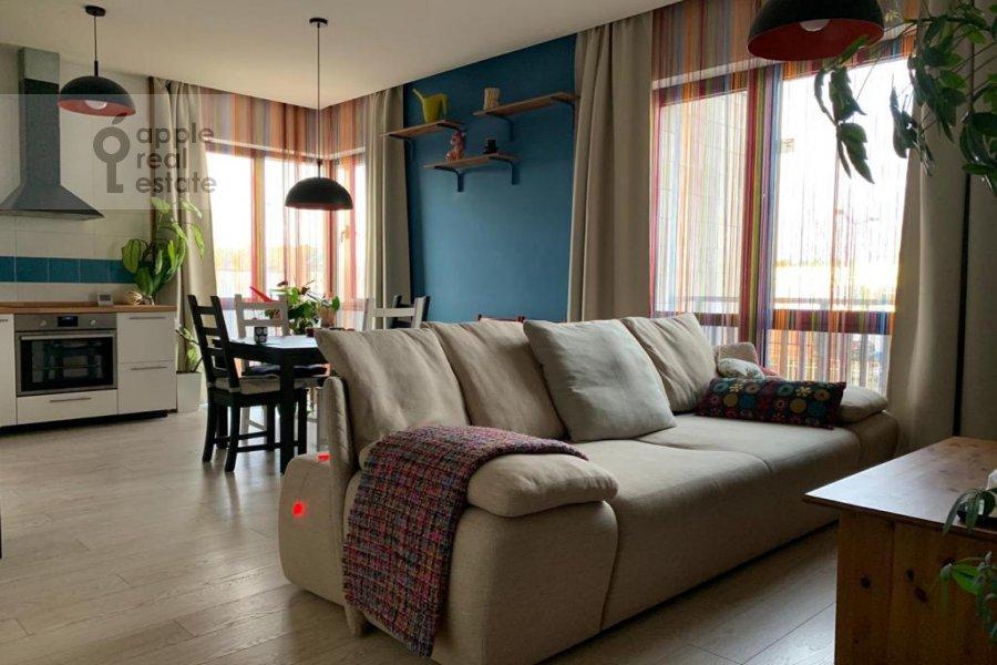 Living room of the 3-room apartment at Kashtanovaya ul. 6