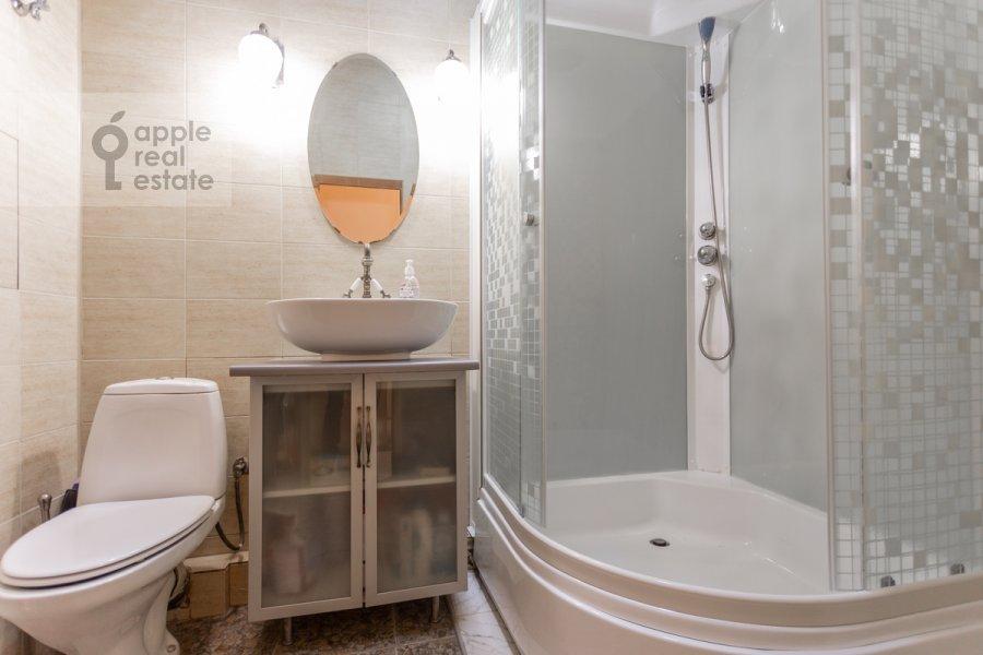 Bathroom of the 1-room apartment at Skhodnenskaya ulitsa 35 s1