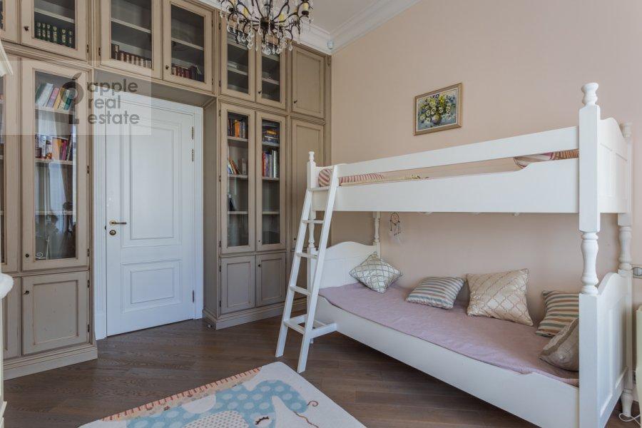 Children's room / Cabinet of the 4-room apartment at Bol'shoy Khariton'evskiy pereulok 14