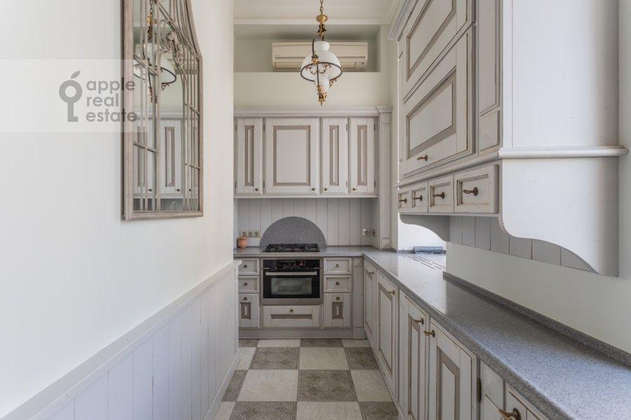 Kitchen of the 4-room apartment at Bol'shoy Khariton'evskiy pereulok 14