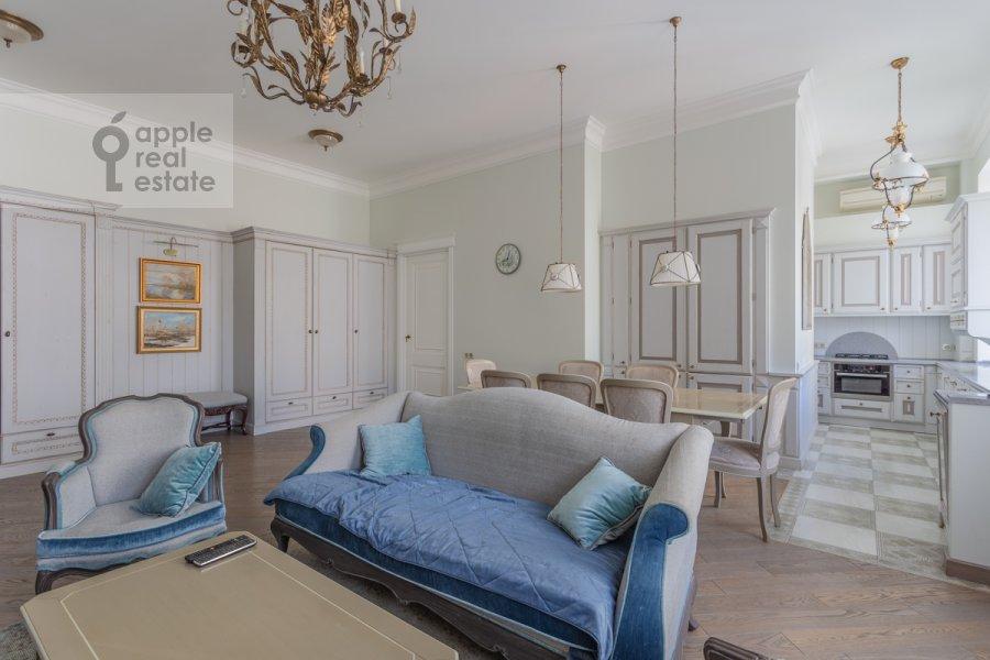 Living room of the 4-room apartment at Bol'shoy Khariton'evskiy pereulok 14