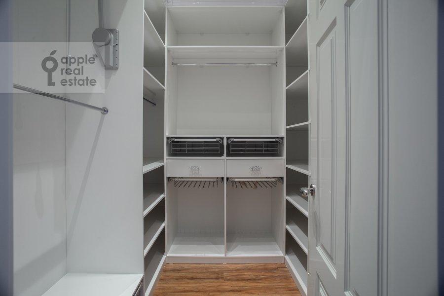Walk-in closet / Laundry room / Storage room of the 4-room apartment at Mosfil'movskaya ulitsa 8