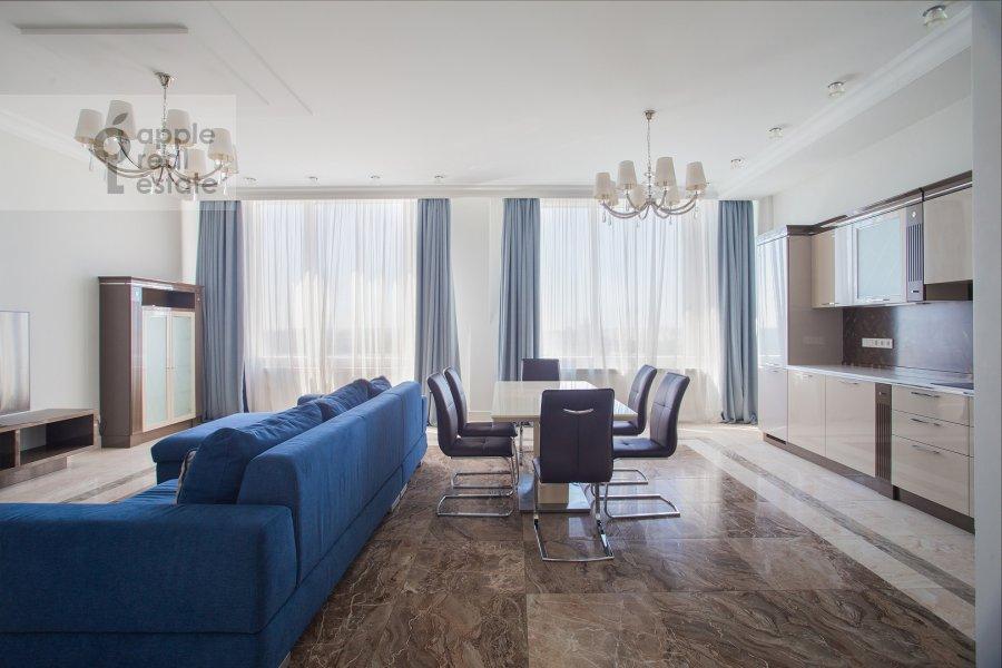 Living room of the 4-room apartment at Mosfil'movskaya ulitsa 8