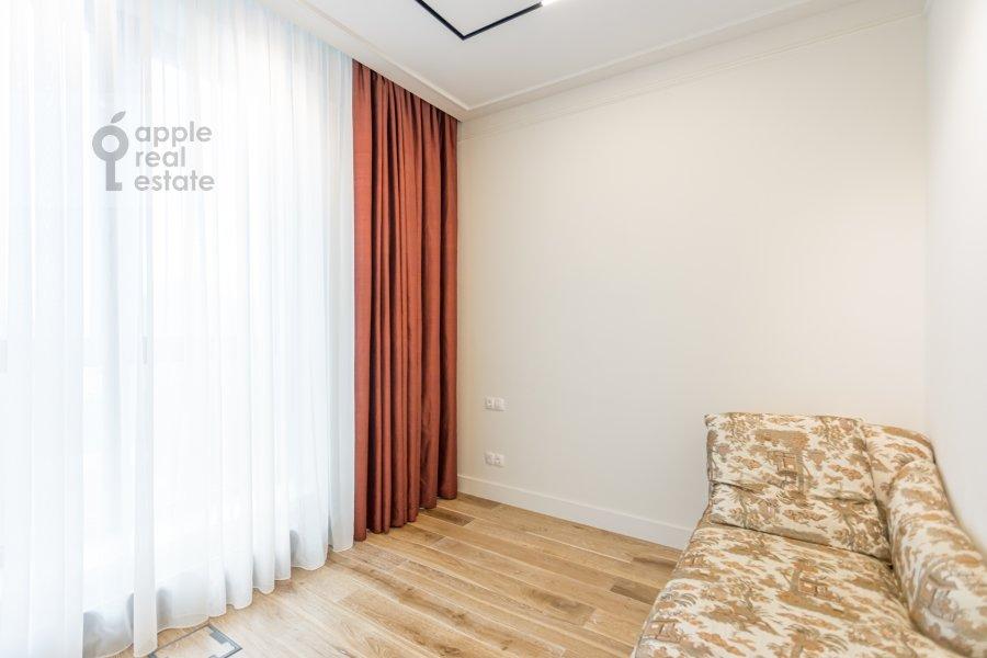 Спальня в 6-комнатной квартире по адресу Малая Пироговская ул. 8