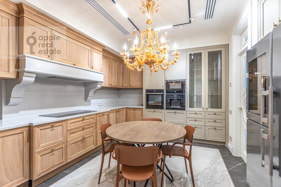 Кухня в 6-комнатной квартире по адресу Малая Пироговская ул. 8