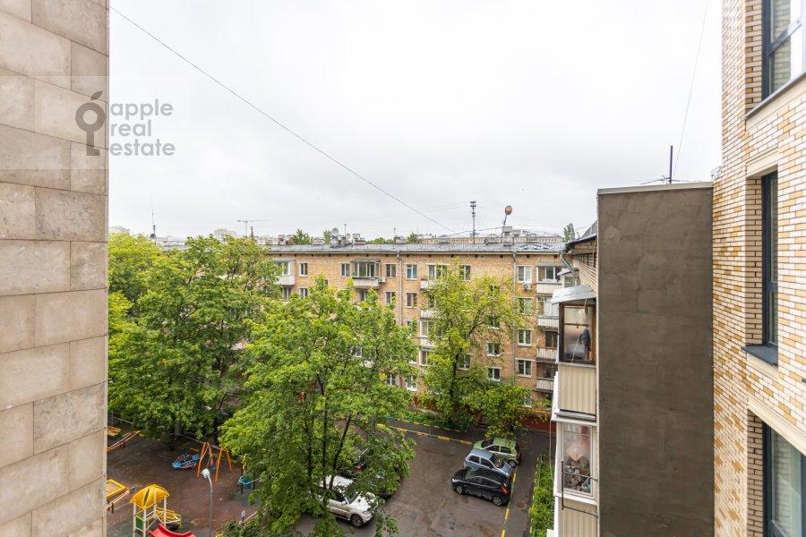 Вид из окна в 6-комнатной квартире по адресу Малая Пироговская ул. 8