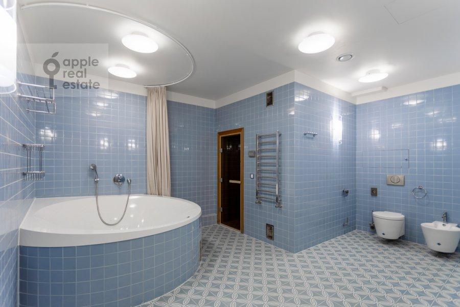 Санузел в 6-комнатной квартире по адресу Староволынская улица 15к6