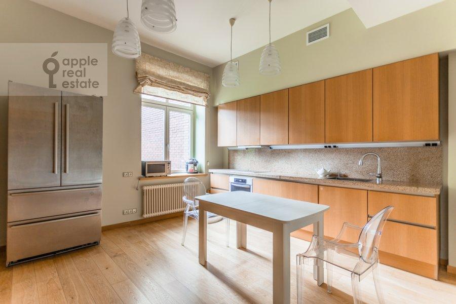 Кухня в 6-комнатной квартире по адресу Староволынская улица 15к6