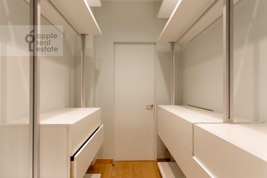Гардеробная комната / Постирочная комната / Кладовая комната в 6-комнатной квартире по адресу Староволынская улица 15к6