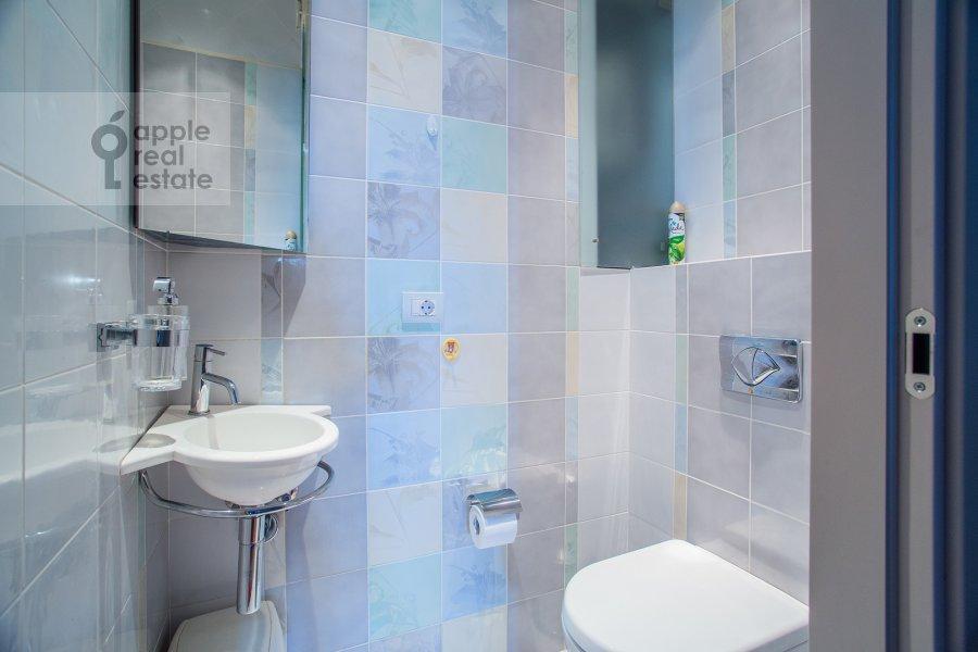 Bathroom of the 4-room apartment at Krylatskie Kholmy 33k3