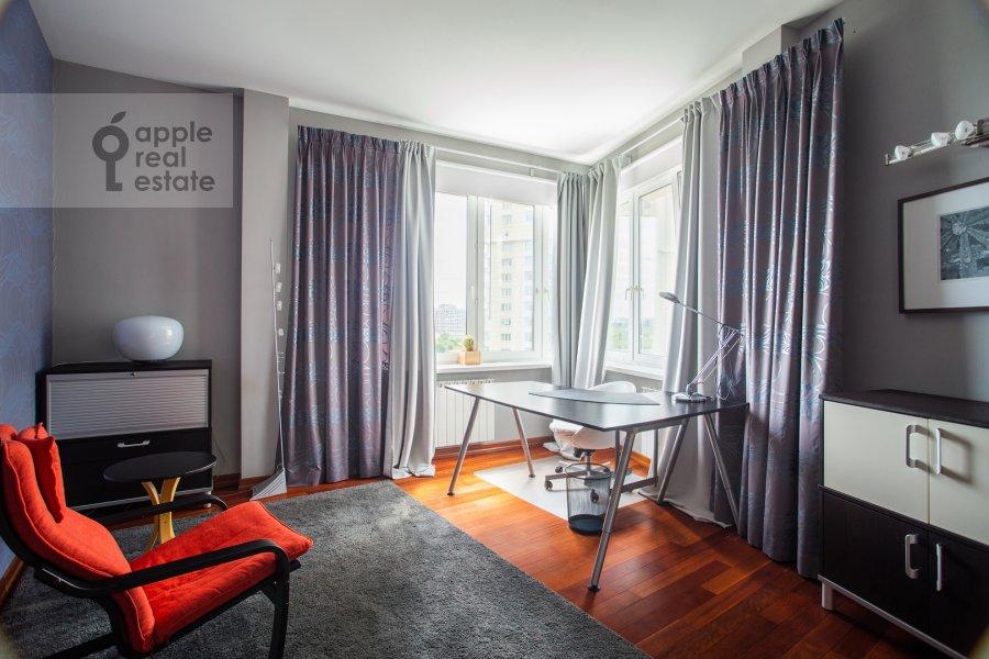 Children's room / Cabinet of the 4-room apartment at Krylatskie Kholmy 33k3