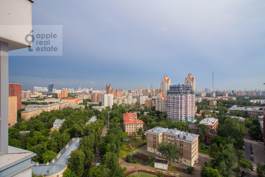 Вид из окна в 4-комнатной квартире по адресу Маршала Конева 14
