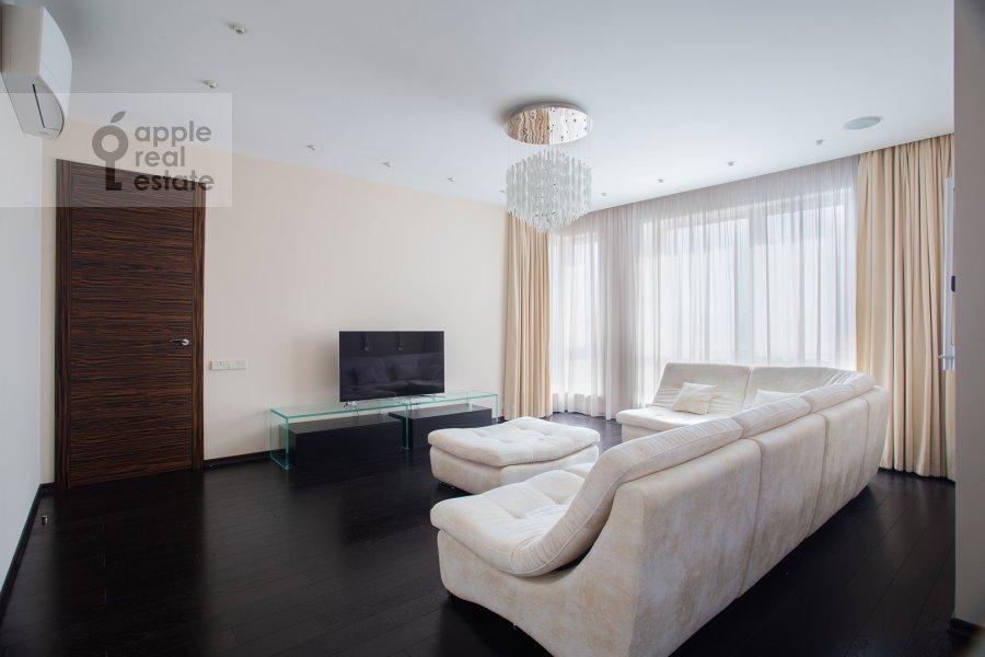 Гостиная в 4-комнатной квартире по адресу Маршала Конева 14