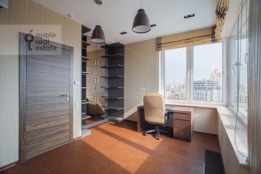 Детская комната / Кабинет в 4-комнатной квартире по адресу Маршала Конева 14