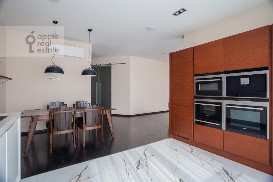 Кухня в 4-комнатной квартире по адресу Маршала Конева 14