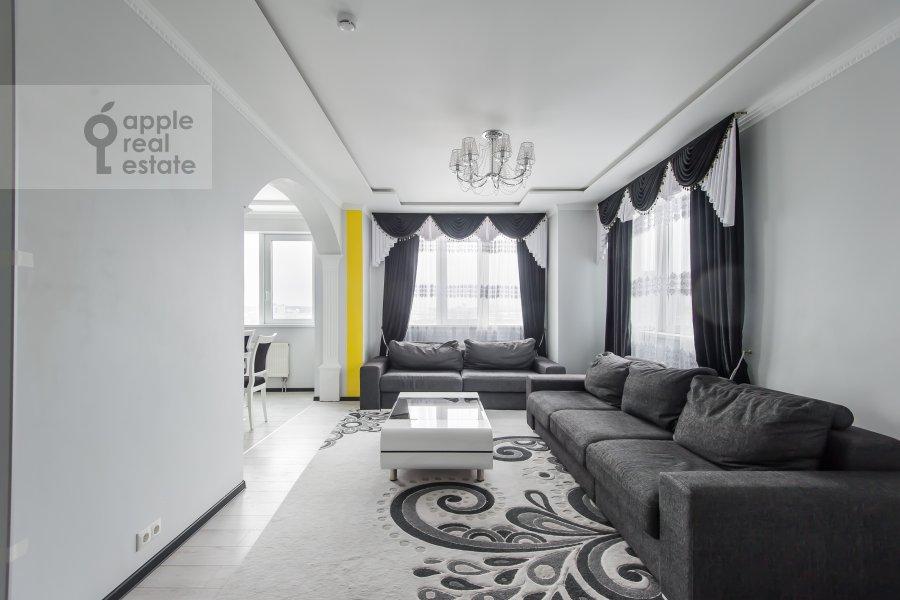 Гостиная в 3-комнатной квартире по адресу бульвар Маршала Рокоссовского 6к1г