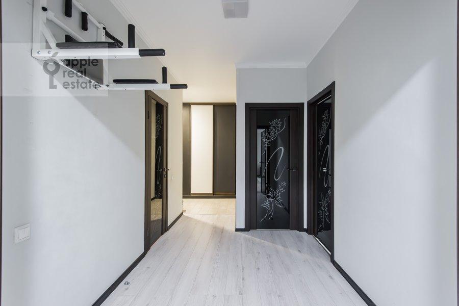 Коридор в 3-комнатной квартире по адресу бульвар Маршала Рокоссовского 6к1г