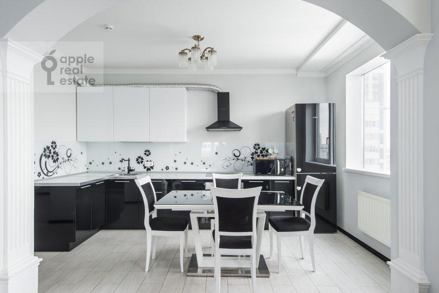 Кухня в 3-комнатной квартире по адресу бульвар Маршала Рокоссовского 6к1г