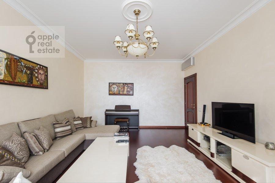 Living room of the 2-room apartment at Leningradskiy prospekt 48