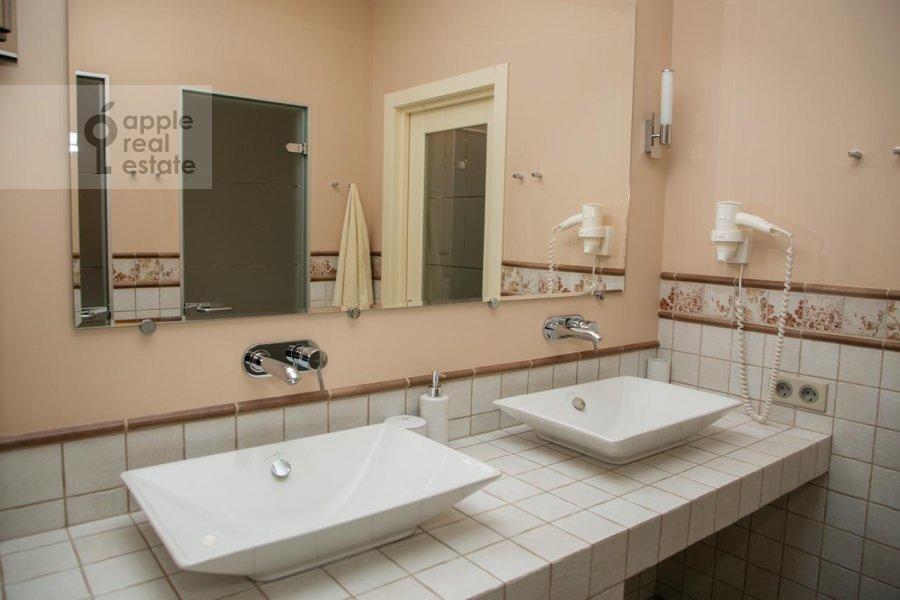 Санузел в 2-комнатной квартире по адресу Верхняя Красносельская улица 19с2