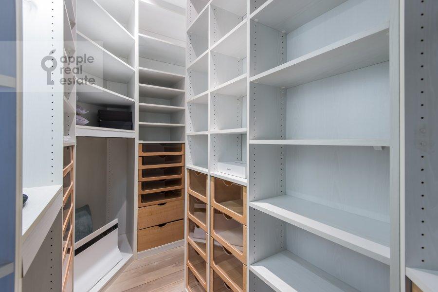 Walk-in closet / Laundry room / Storage room of the 4-room apartment at Bol'shoy Afanas'evskiy pereulok 30