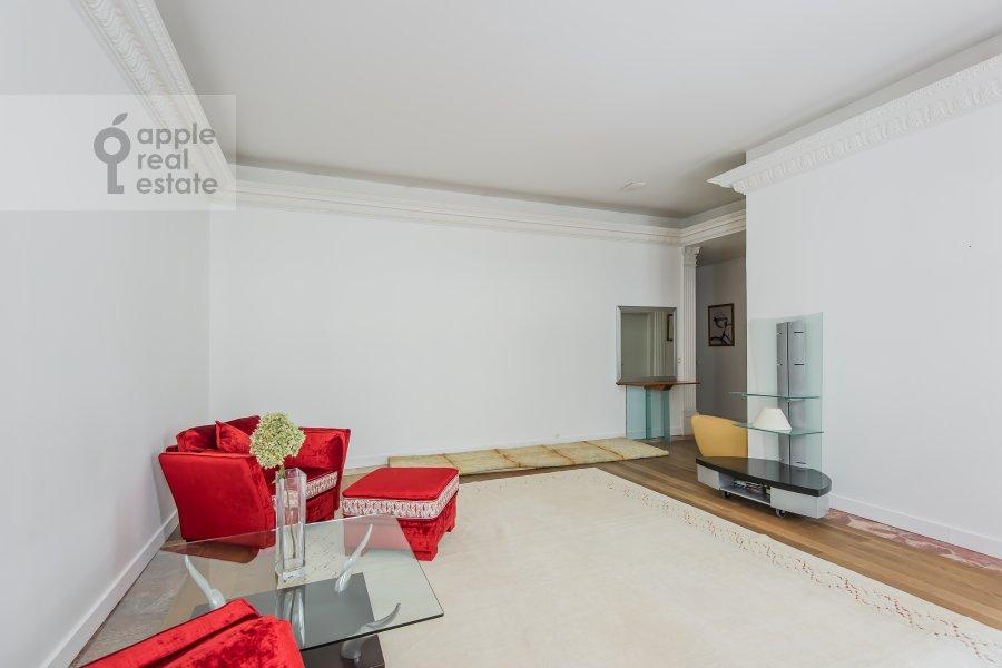 Living room of the 4-room apartment at Bol'shoy Afanas'evskiy pereulok 30
