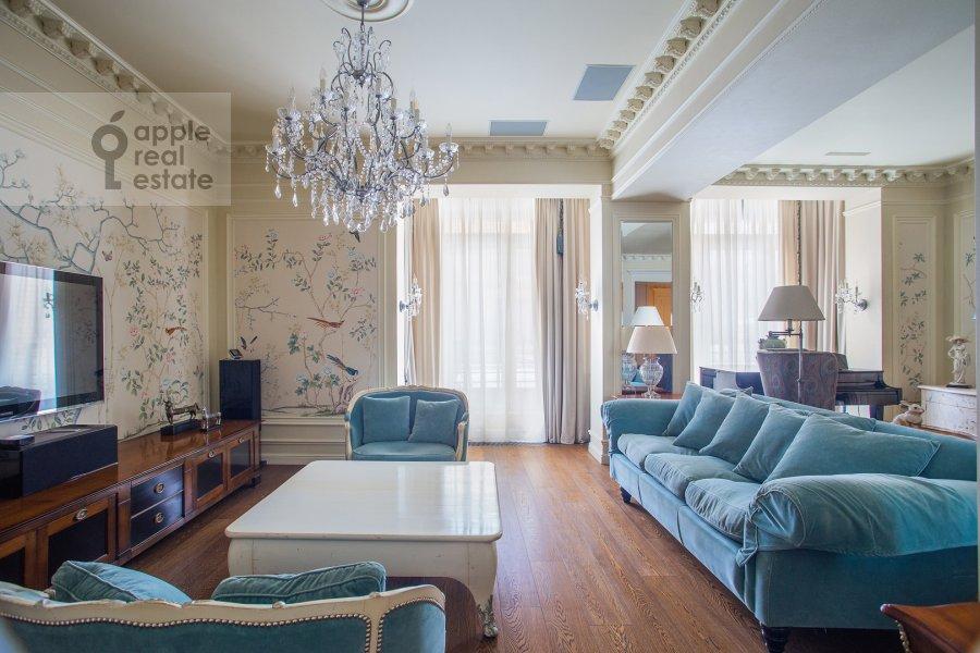 Living room of the 6-room apartment at Trubnaya ploshiad' 2
