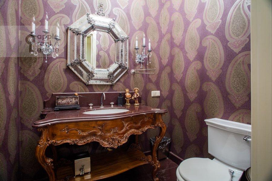 Bathroom of the 6-room apartment at Trubnaya ploshiad' 2