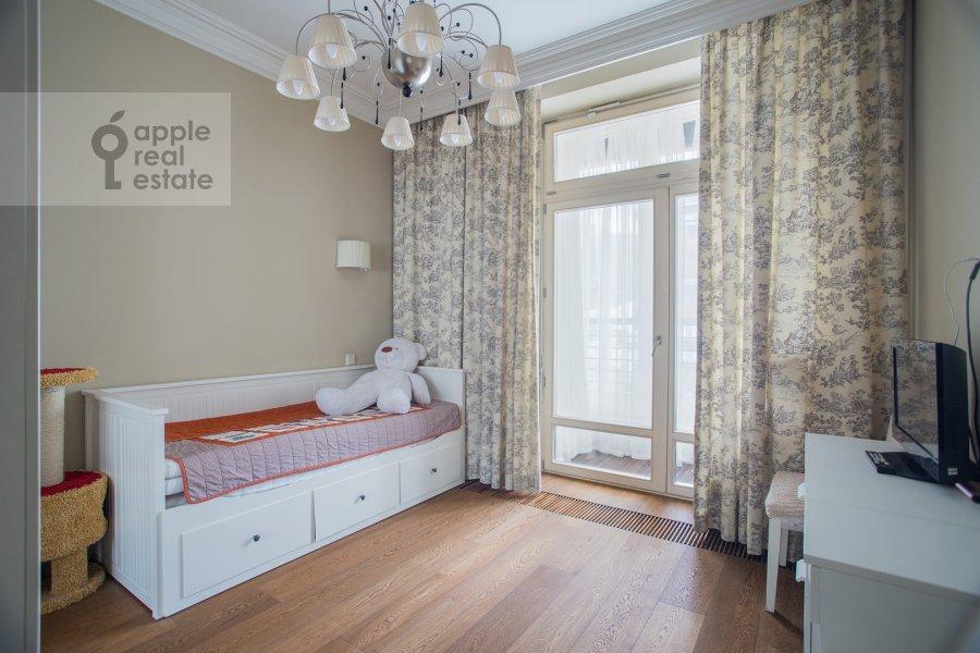 Bedroom of the 6-room apartment at Trubnaya ploshiad' 2