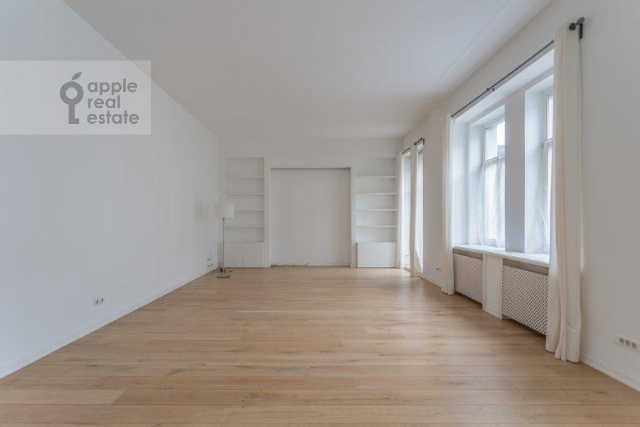 Living room of the 6-room apartment at Myasnitskaya ulitsa 15