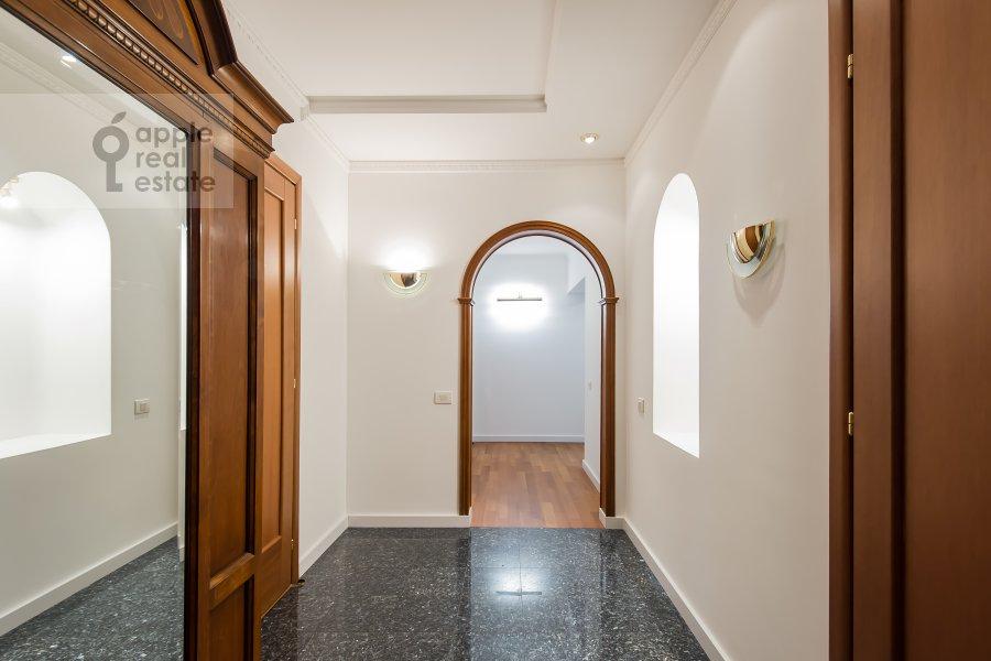 Corridor of the 4-room apartment at Ermolaevskiy pereulok 5s1