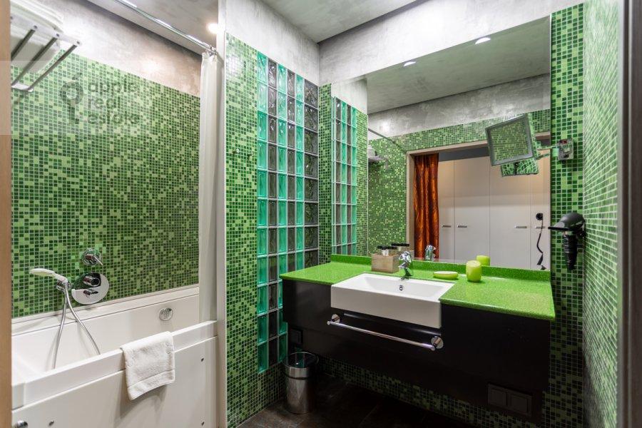 Bathroom of the 2-room apartment at Botanicheskiy pereulok 5