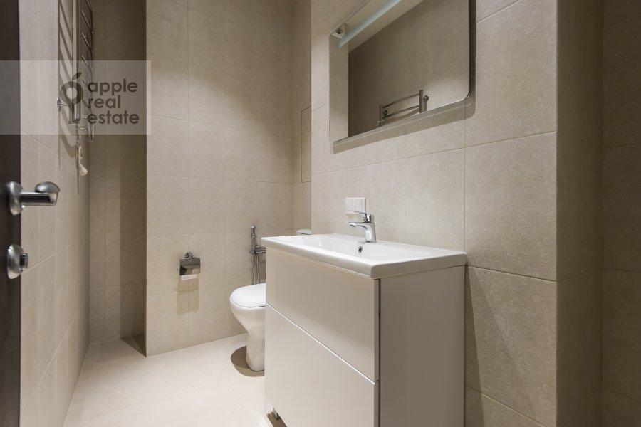 Bathroom of the 2-room apartment at El'dara Ryazanova 2