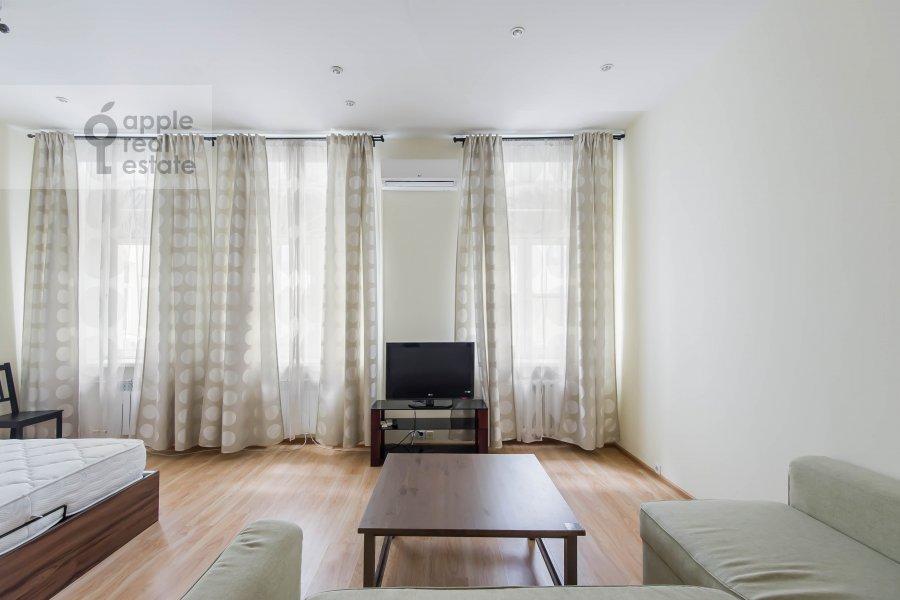 Living room of the 2-room apartment at Malyy Kakovinskiy pereulok 3