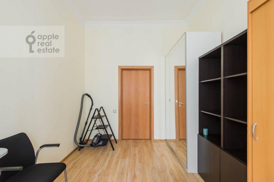 Bedroom of the 2-room apartment at Malyy Kakovinskiy pereulok 3