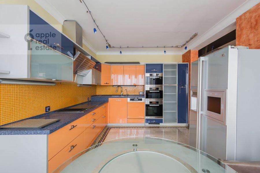 Kitchen of the 4-room apartment at Zoologicheskaya ulitsa 22