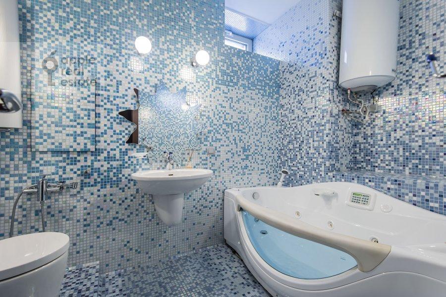 Bathroom of the 4-room apartment at Zoologicheskaya ulitsa 22