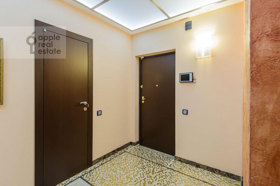 Corridor of the 4-room apartment at Zoologicheskaya ulitsa 22