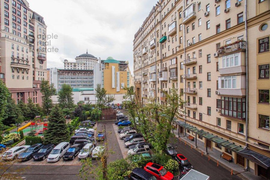 Вид из окна в 1-комнатной квартире по адресу Новый Арбат 31/12