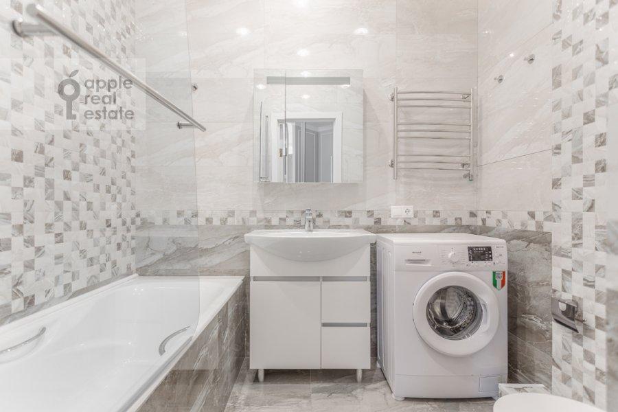 Bathroom of the 3-room apartment at ul Butlerova 7