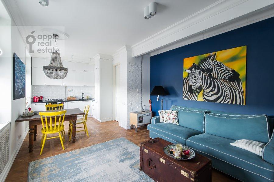 Living room of the 3-room apartment at Staraya Basmannaya ulitsa 20k12