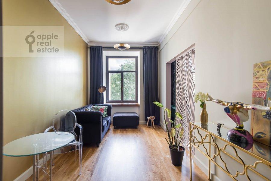 Living room of the 2-room apartment at Kutuzovskiy prospekt 25