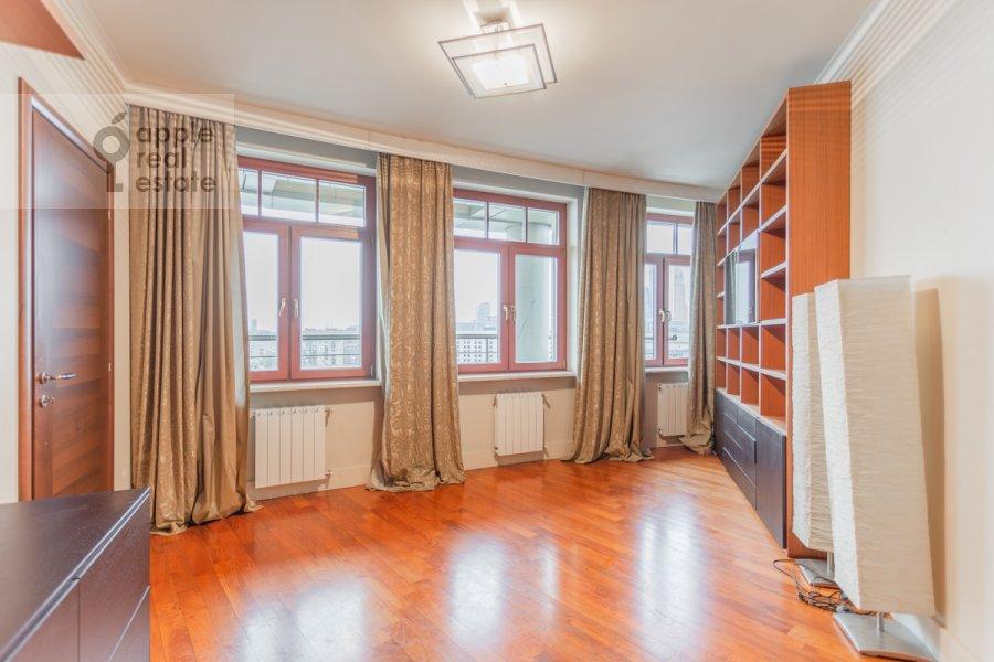 Children's room / Cabinet of the 4-room apartment at 7-y Rostovskiy pereulok 15