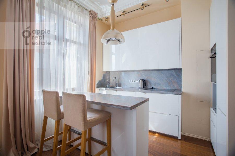 Кухня в 3-комнатной квартире по адресу Большой Гнездниковский переулок 3