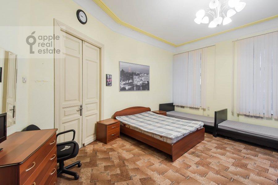 Living room of the 5-room apartment at Gogolevskiy bul'var 33/1