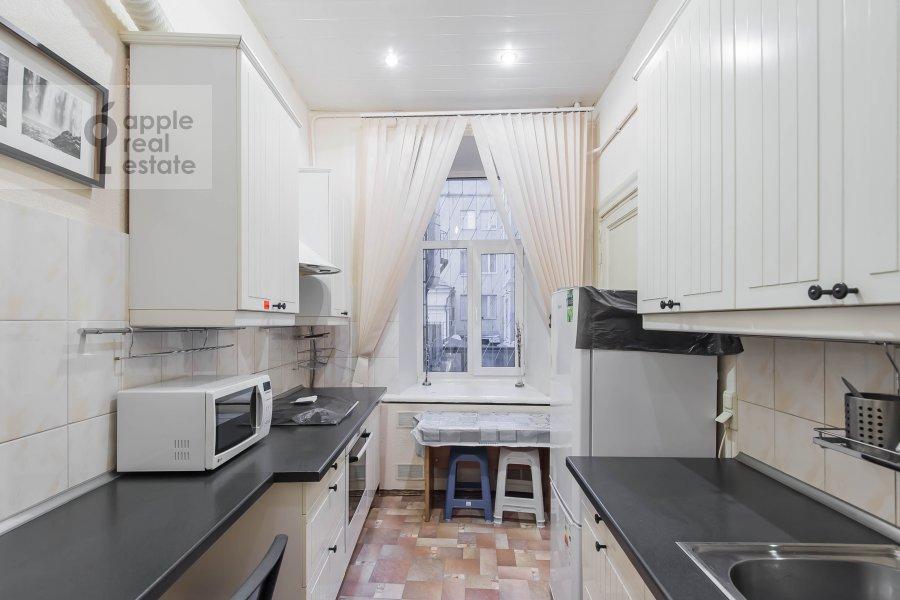 Kitchen of the 5-room apartment at Gogolevskiy bul'var 33/1