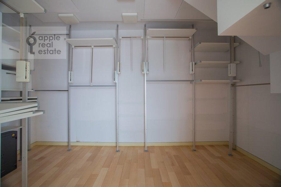 Гардеробная комната / Постирочная комната / Кладовая комната в 5-комнатной квартире по адресу Молочный переулок 1