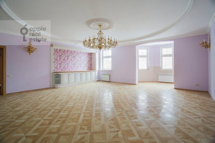 Living room of the 6-room apartment at Serpukhovskiy Val 21k4